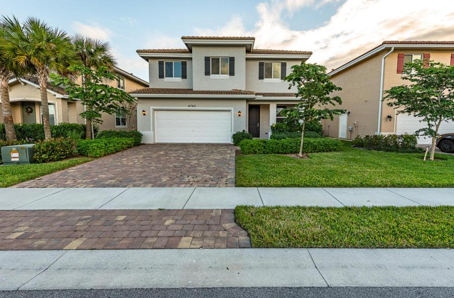 4743 Foxtail Palm Court Greenacres, FL 33463